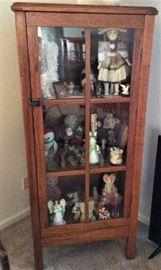 Nice oak china cabinet.