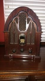 OLD STYLE RADIO. AM/FM. SOUNDS GREAT! $150