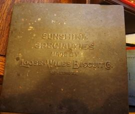 Vintage Loose-Wiles Biscuit Co tin