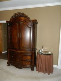 MBR - armoire, round table