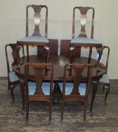 Dining Room Table w/2 Large Leaves & 6 Chairs