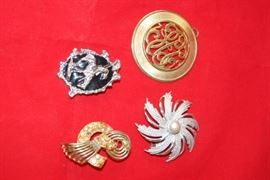 3 Vintage Pins Brooches a Pendant
