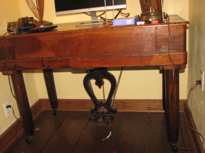 Antique organ