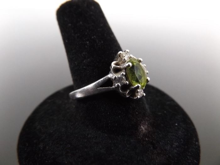 .925 Sterling Silver Faceted Peridot Crystal Accented Ring Size 8.25