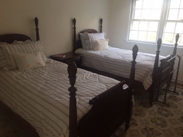 PR Vintage Mahogany Twin Beds with Mattress and Boxspring