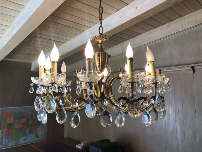 Chandelier, crystal, imported from Italy (25 inches in diameter)