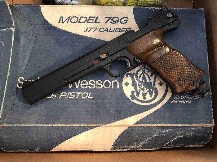 Co2 pistol, Smith and Wesson style
