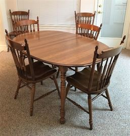 WONDERFUL TELL CITY CHAIR COMPANY DINING TABLE WITH 8 CHAIRS, TWO LEAFS