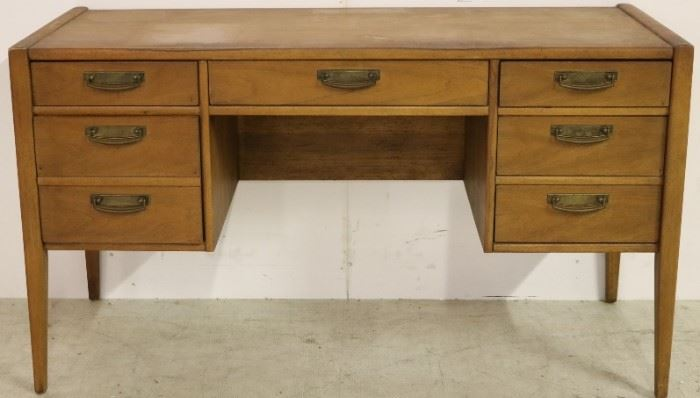 Kneehole writing desk by Broyhill