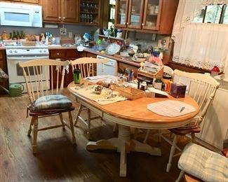 dining room table with Windsor style chairs & 1 leaf
