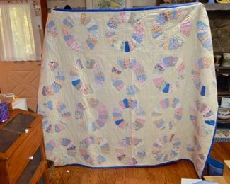 beautiful handmade vintage quilts