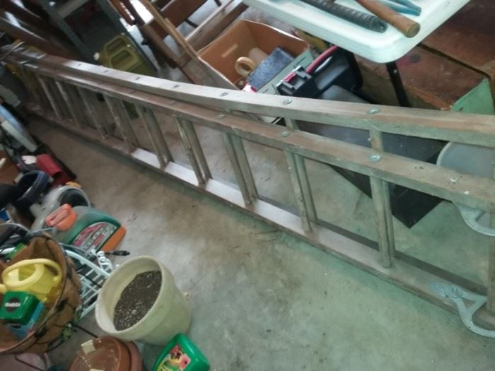 vintage wood extension ladder-imagine the possibilities!