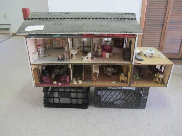 DOLL HOUSE INCLUDES ALL ACCESSORIES