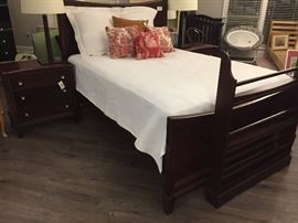 Beautiful Queen Bedroom Suite with Side Tables, 6 Drawer Bureau w Mirror, & Entertainment Cabinet