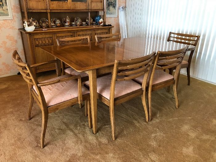 MID CENTURY TABLE W/ 6 CHAIRS & 3 LEAFS