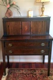Sheraton Maddox of Jamestown Mahogany Reproduction Desk