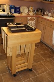 Butcher Block Island With Four TV Trays