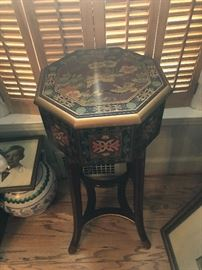 ASIAN HAND PAINTED ORNATE PEDESTAL