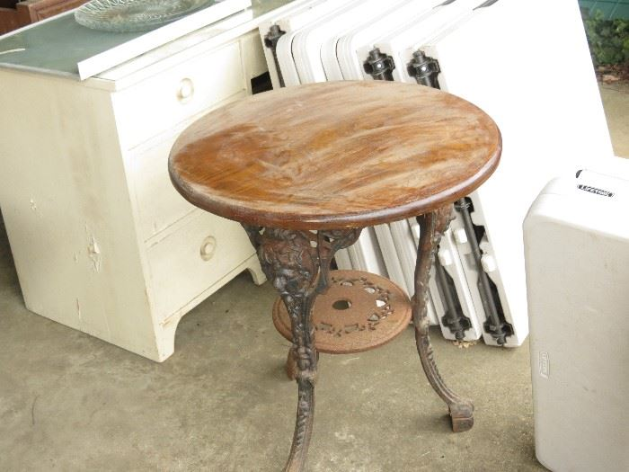 ENGLISH TABLE WITH CAST IRON LEGS.