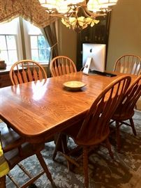 Oak dining table with leaves & 6 chairs