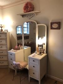 Vintage vanity with trifold mirror