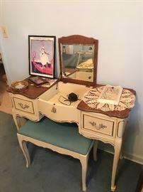 Dixie vanity with stool