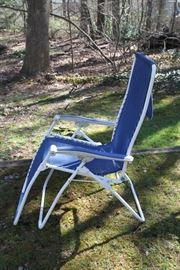 Marine style gravity lounge reclining chair