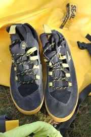 Men's Hi-Tec Adventure Series neoprene water shoes US size 12. Like new.