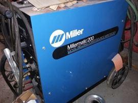 Millermatic 200 CV/DC Welding Power Source/Wire Feeder