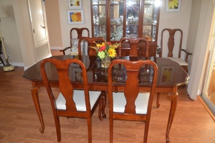 FORMAL DINING ROOM TABLE WITH 6 CHAIRS