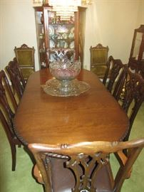 18TH Century Chippendale Dining Room Set with 6 Chairs