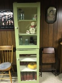 I love this jelly cabinet -- not sure owner is going to part with it, but thought I would show it just in case.