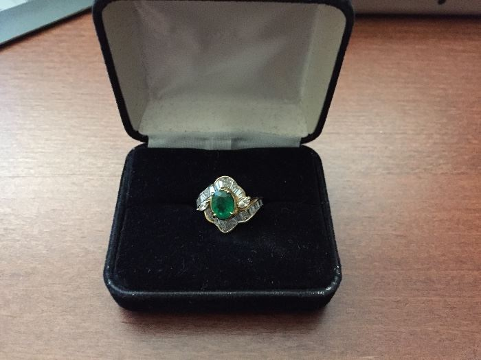 Natural Emerald (1.16ct.) (SI) Cocktail & Diamond (2.23cts) Ring 18kgold