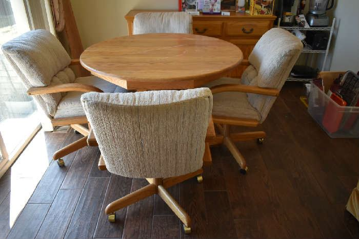 KITCHEN TABLE W/1 LEAF & 4 ROLLING CHAIRS