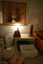 ACCENT FURNITURE, LAMPS, WALL ART