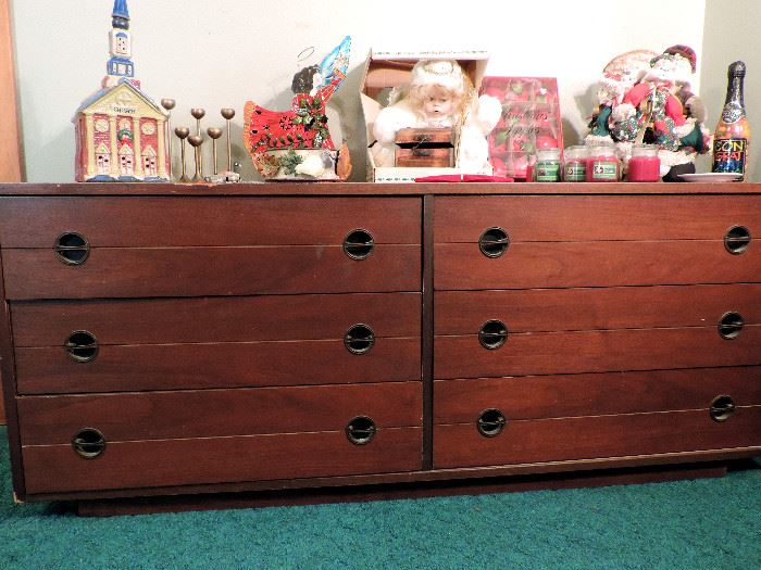 LOW WOODEN CHEST WITH 6 DRAWERS, CHRISTMAS ITEMS