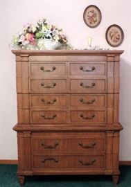 MID CENTURY THOMSVILLE CHEST OF DRAWERS