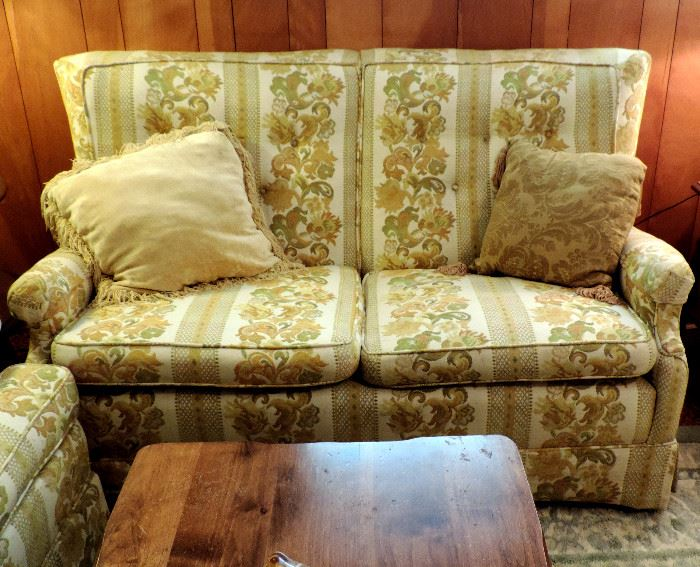 GOLD FLORAL LOVE SEAT