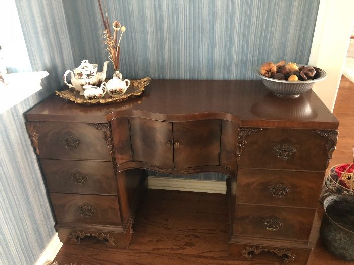 Gorgeous desk with amazing detail
