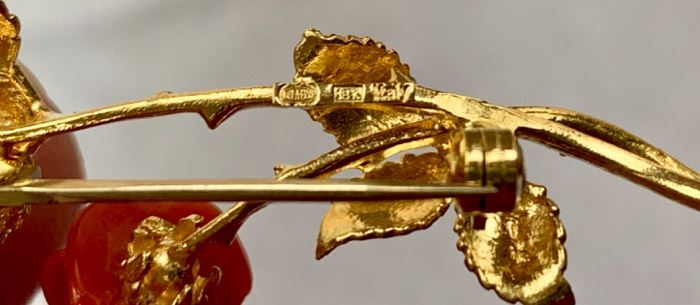 18k gold and coral brooch, Italy, UnoAErre