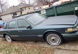 1997 Lincoln Town Car with low miles