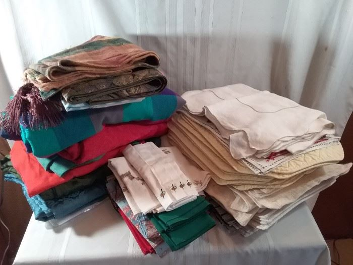 Large Assortment of Tablecloths, Napkins, and Placemats