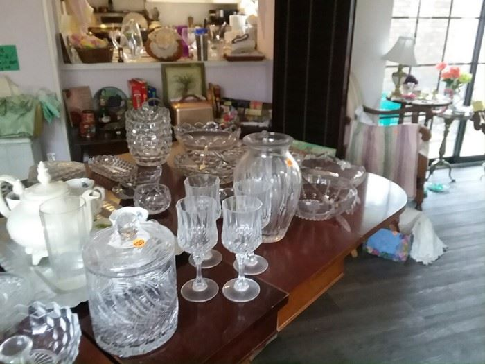 Assorted glassware, knick knacks, etc...
