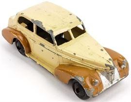 Lot 22 - Vintage 1939 Oldsmobile Dinky Toy #39B