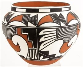 Lot 136 - Native American Acoma Olla Pot Signed by L.Keene