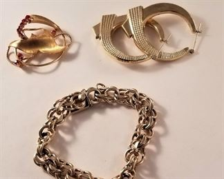 Good selection of 14kt gold chains, bracelets, and earrings.