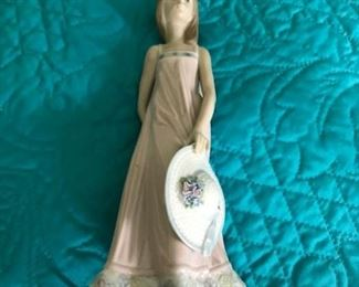 #16lladro girl  with hat 75547 $50.00