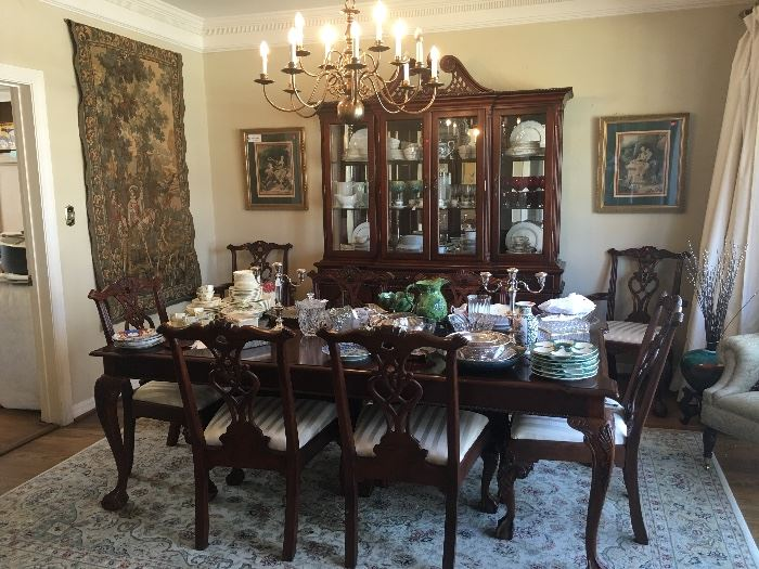 Beautiful Traditional Dining Table, Chairs and Breakfront Cabinet.