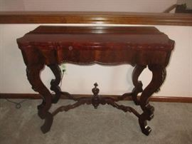 Victorian parlor game table, flame mahogany veneer top, excellent condition