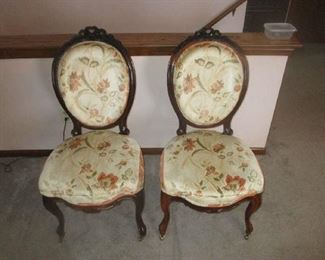 Set of 6 dining room chairs, four side and two armchairs, carved ribbon and a bow decoration, Circa 1860